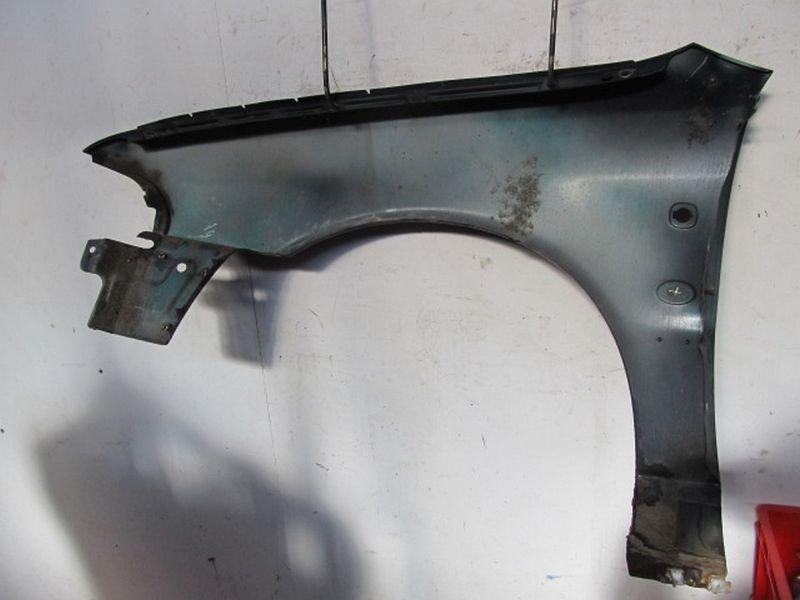 Kotflügel rechts Farbton M6 / Z6U grün Kratzer und Rost siehe BilderAUDI A4 AVANT (8D5, B5) 1,8