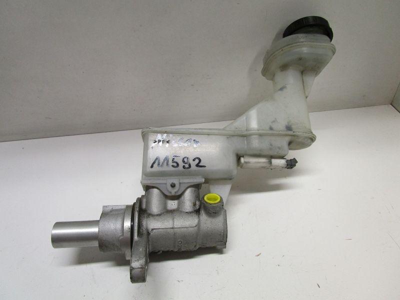 Hauptbremszylinder Mit Bremsflüssigkeitsbehälter.NISSAN QASHQAI  2 I (J10, JJ10) 2.0 DCI AWD