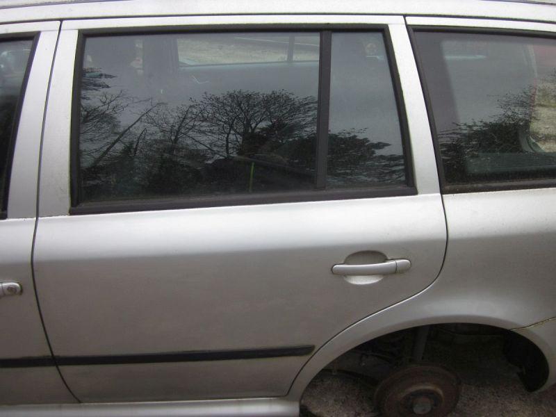 Tür links hinten Grau LF7T,Kratzer siehe FotoSKODA OCTAVIA COMBI (1U5) 1.9 TDI